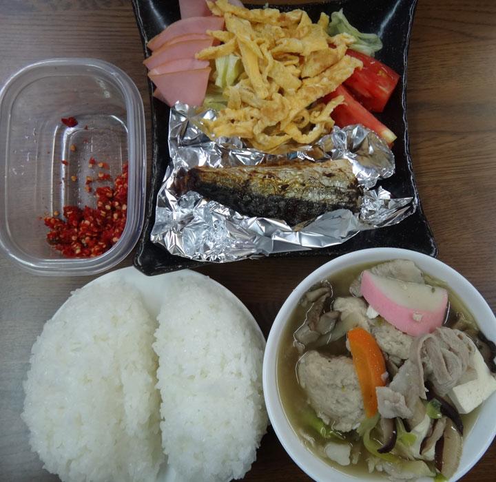 株式会社日食 ごはん 具沢山のつみれ汁 鯖の干物 サラダ 柚子胡椒