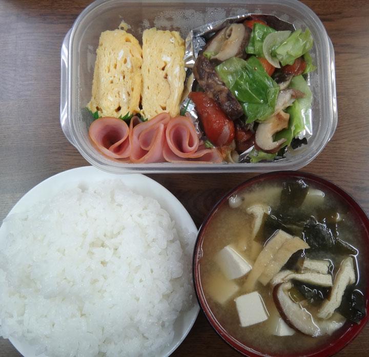 株式会社日食 ごはん 味噌汁 野菜炒め 玉子焼き ハム