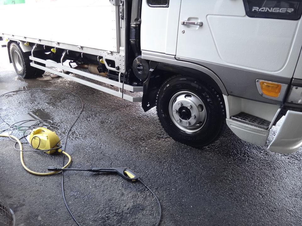 株式会社日食 日野自動車 レンジャー 洗車 凍結防止剤 塩カリ ケルヒャー高圧洗浄機