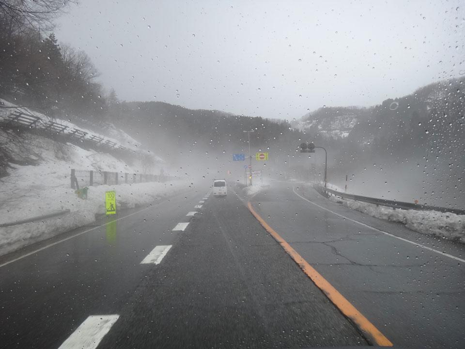 株式会社日食 国道8号線 福井県越前市 福井県南条郡南越前町 雨に煙る雪景色