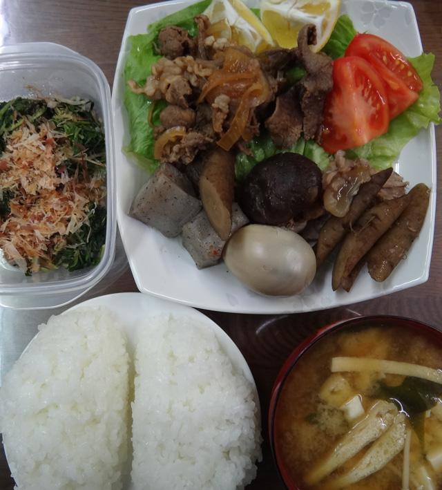 株式会社日食 今日のお昼ごはん ごはん 味噌汁 牛肉サラダ 牛蒡と蒟蒻の煮物 水菜の漬物