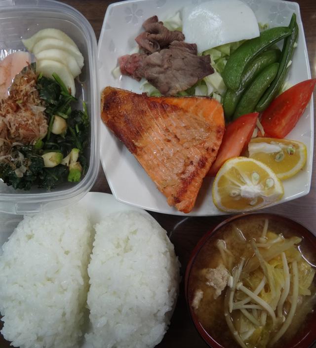 株式会社日食 今日のお昼ごはん ごはん 味噌汁 鮭のハラミ ローストビーフ サラダ