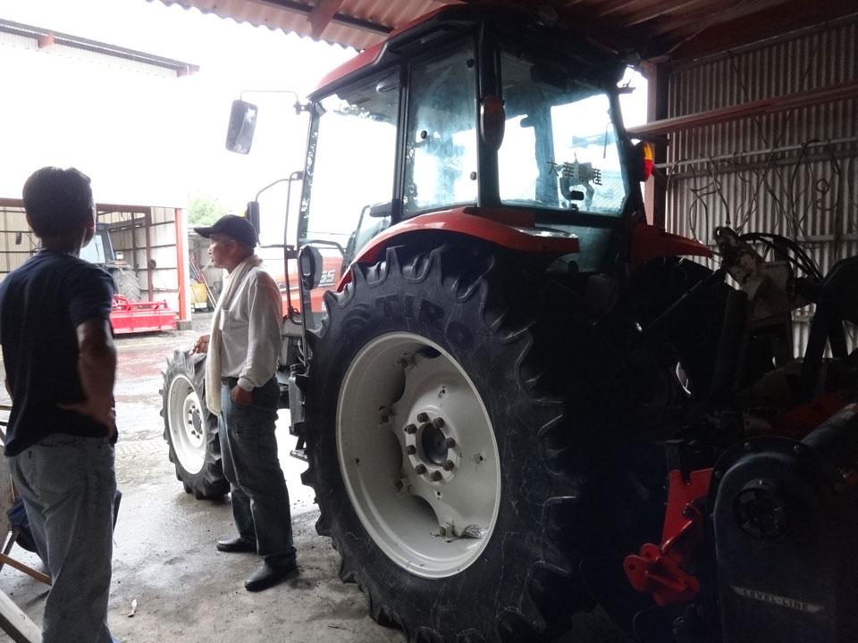 株式会社日食 産地視察 鹿児島県肝属郡東串良町 大幸農産 中島正幸 95馬力トラクター