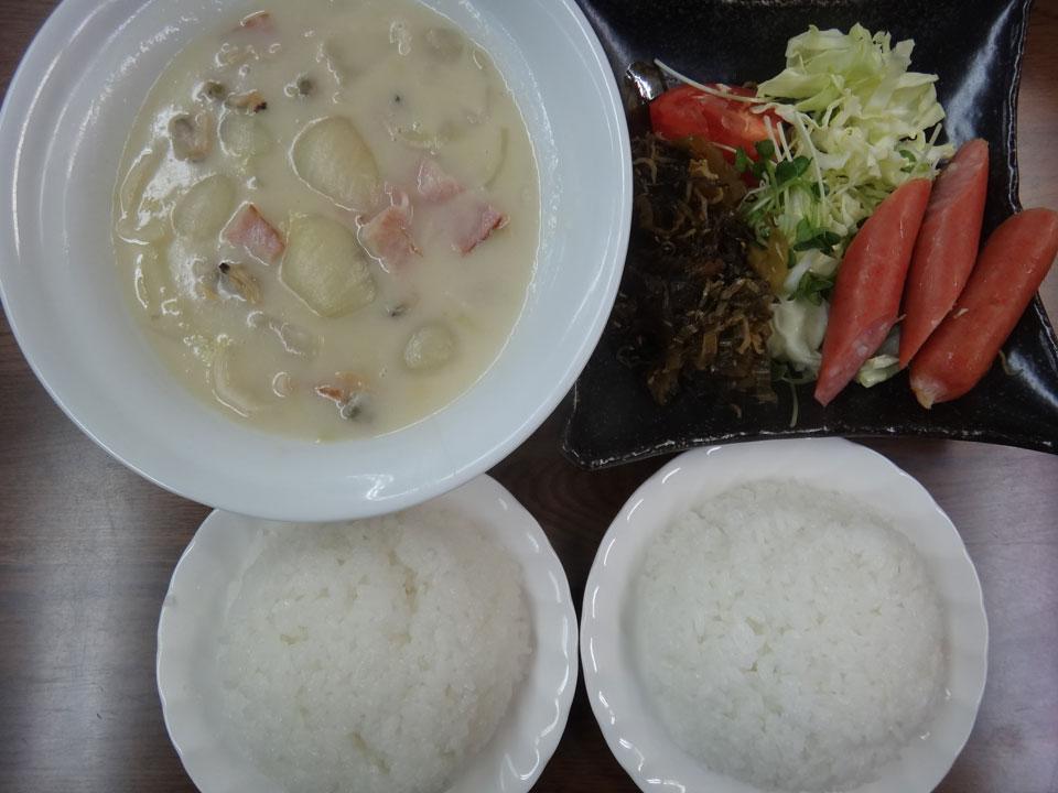 株式会社日食 今日のお昼ごはん ごはん シチュー ウインナー キャベツ トマト 高菜炒め