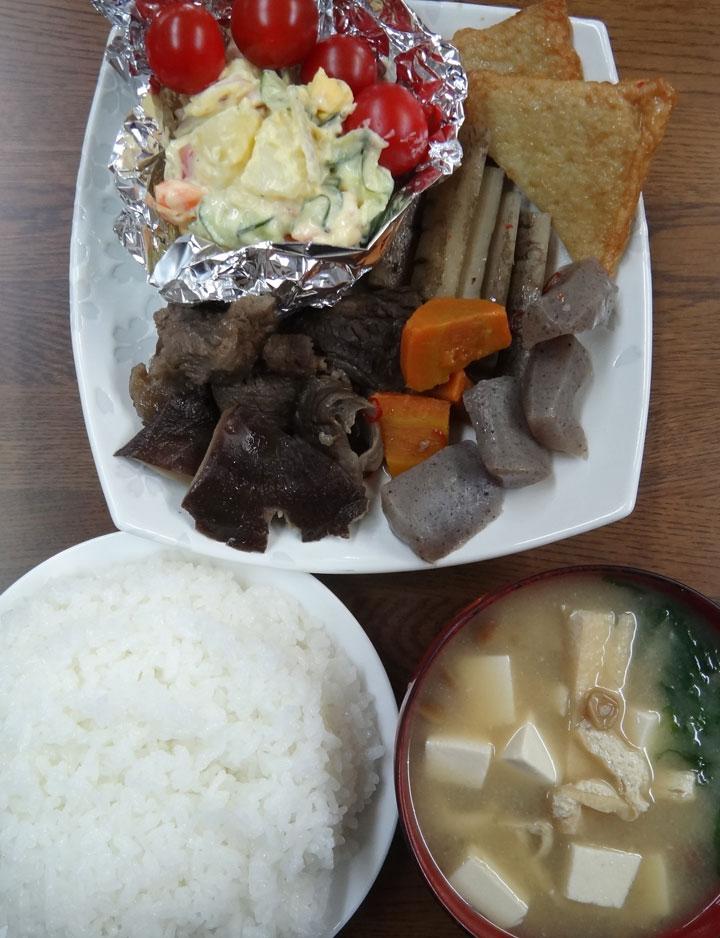 株式会社日食 今日のお昼ごはん ごはん 味噌汁 牛すじの煮込み ポテトサラダ