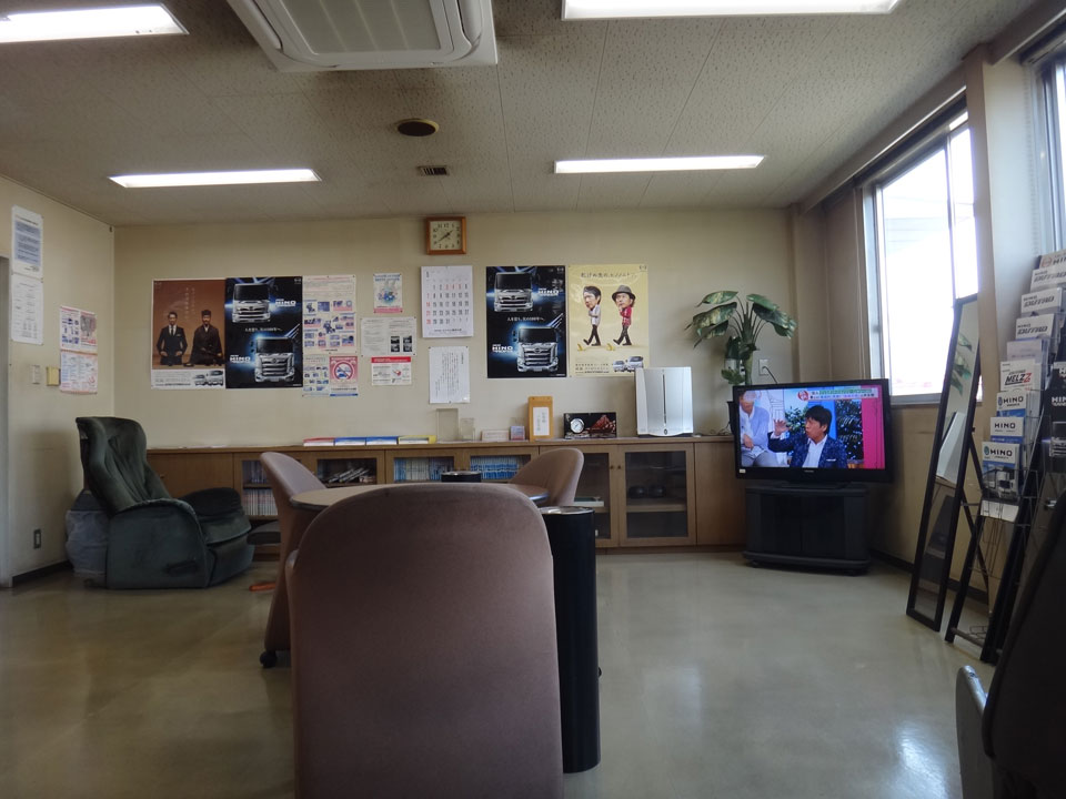 株式会社日食 トラック修理 オイル交換 九州日野自動車 古賀支店 福岡県古賀市