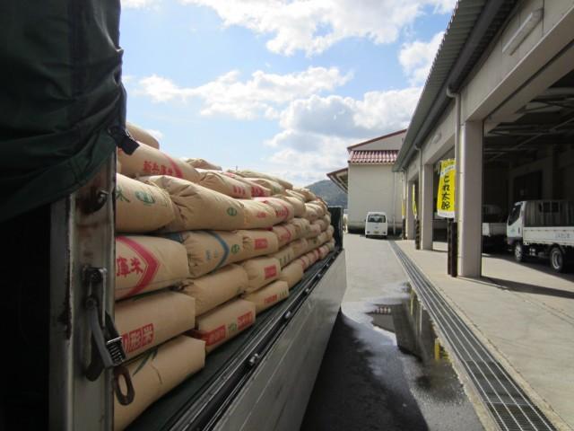 コメショウ JAたじま 村岡倉庫 屑米の積み込み 兵庫県美方郡香美町村岡区
