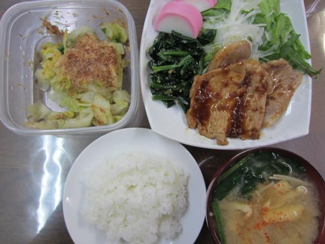 コメショウ 今日のお昼ごはん ごはん 味噌汁 豚の生姜焼き サラダ 白菜の漬物