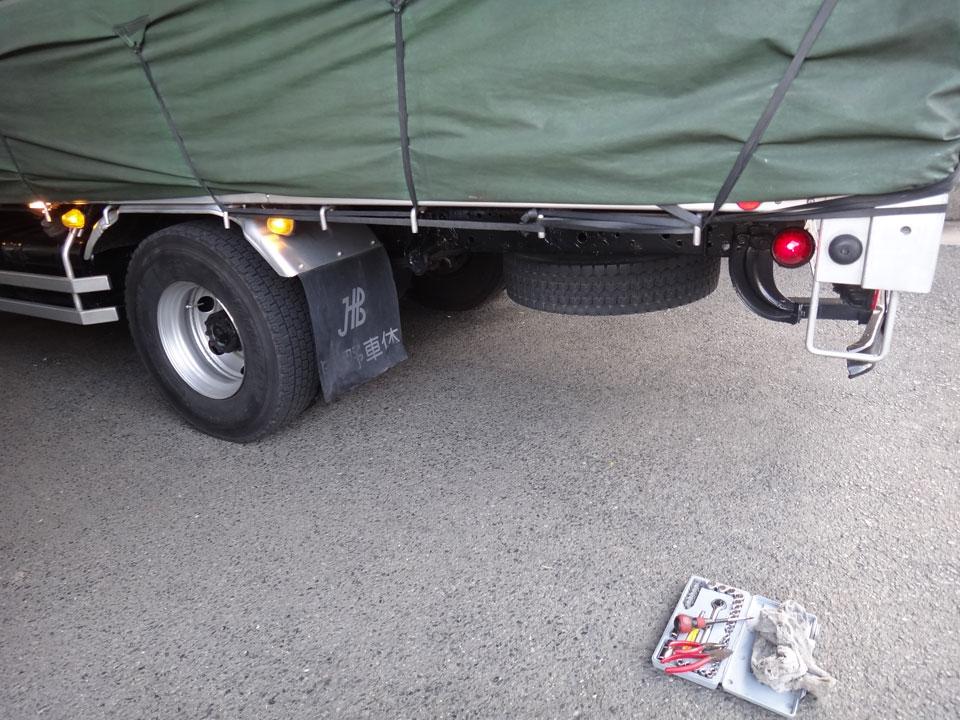 株式会社日食 日野自動車 レンジャー トラック サイドマーカーランプ 交換