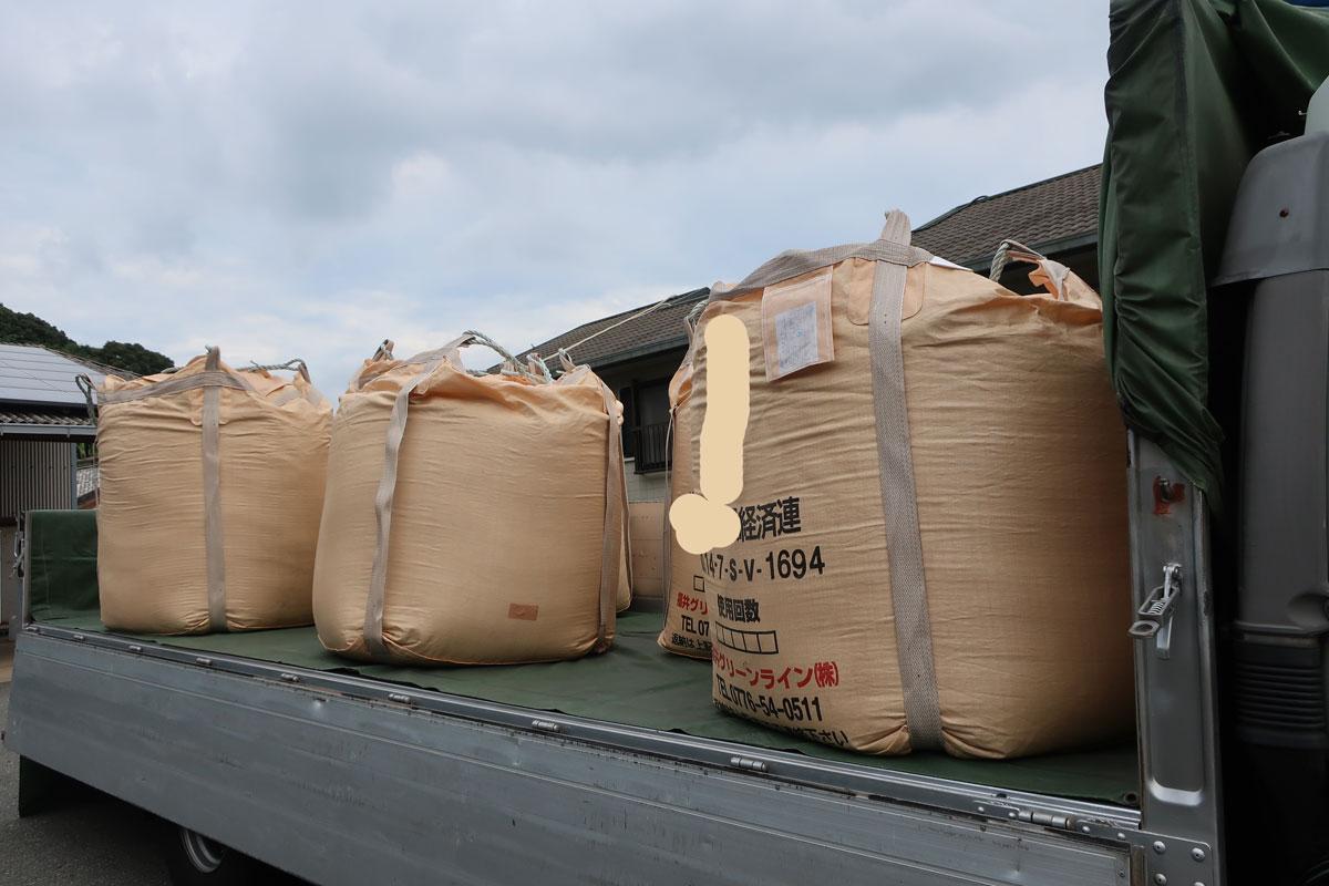 株式会社日食 乾燥籾の積み込み 佐賀県唐津市鎮西町名護屋 令和元年産 新米 上場コシヒカリ 農薬不使用のお米