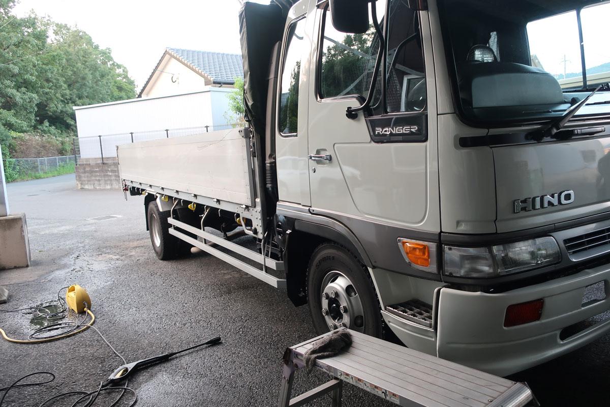 株式会社日食 トラック 日野自動車 ライジングレンジャー 走行距離107万キロ 洗車