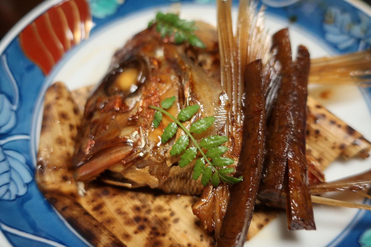 株式会社日食 富山県小矢部市 宮島温泉 滝乃荘 料理 鯛のあら炊き