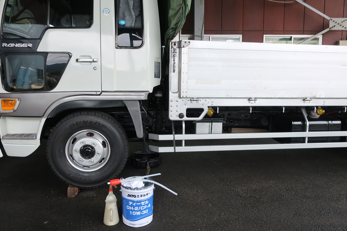 株式会社日食 日野自動車 トラック ライジングレンジャー エンジンオイル交換 JXTGエネルギー ディーゼル DH2 CF4 10W-30