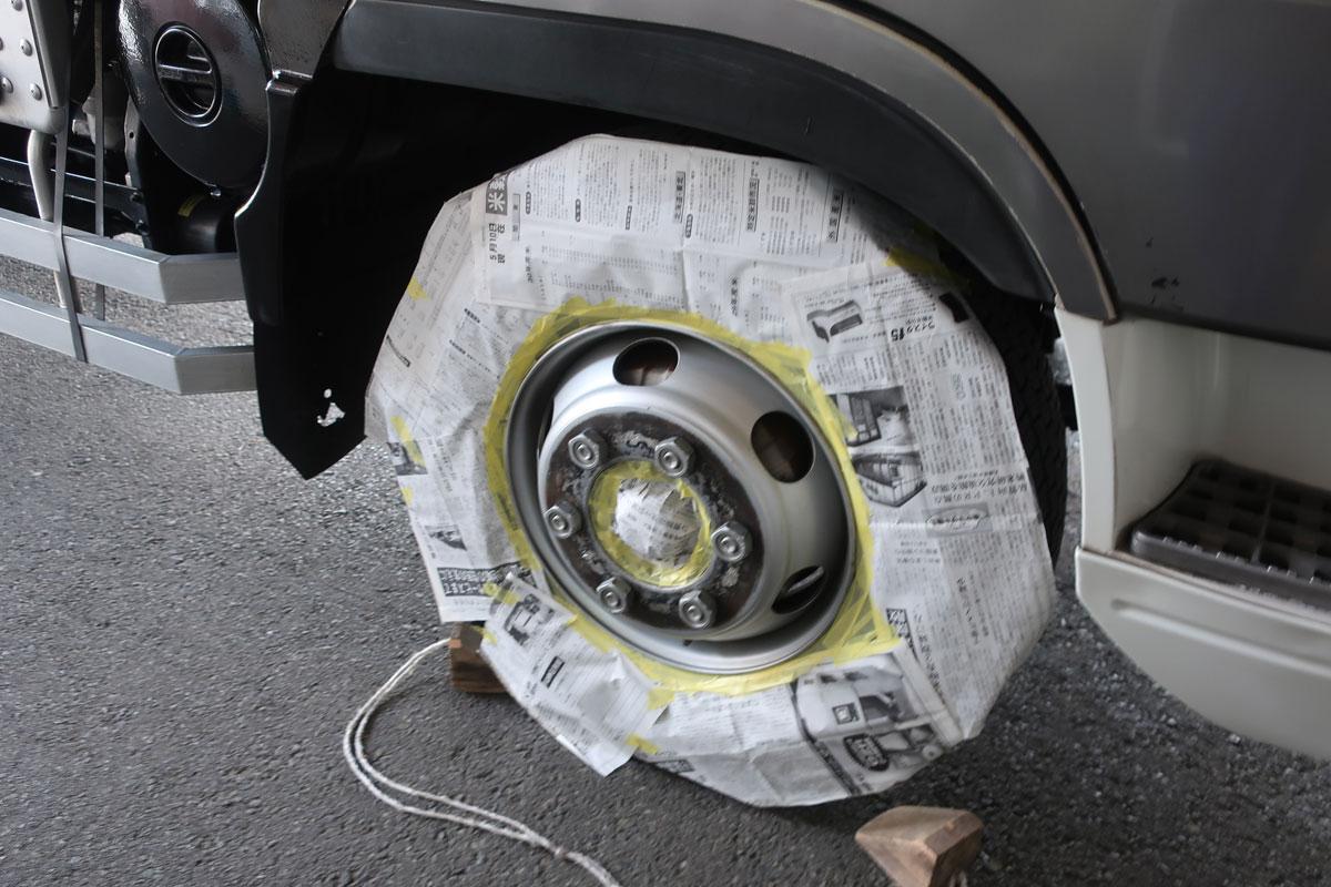 株式会社日食 タイヤローテーション トラック ホイール マスキング 右前輪