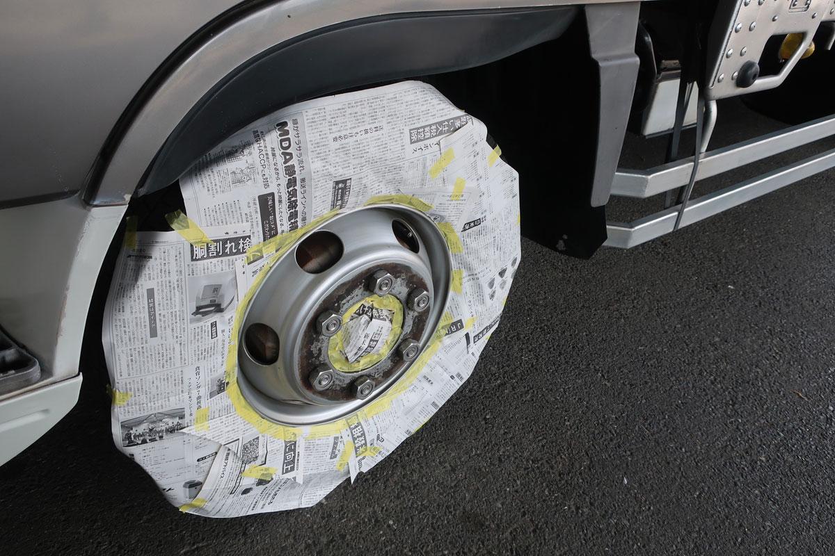 株式会社日食 タイヤローテーション トラック ホイール マスキング 左前輪