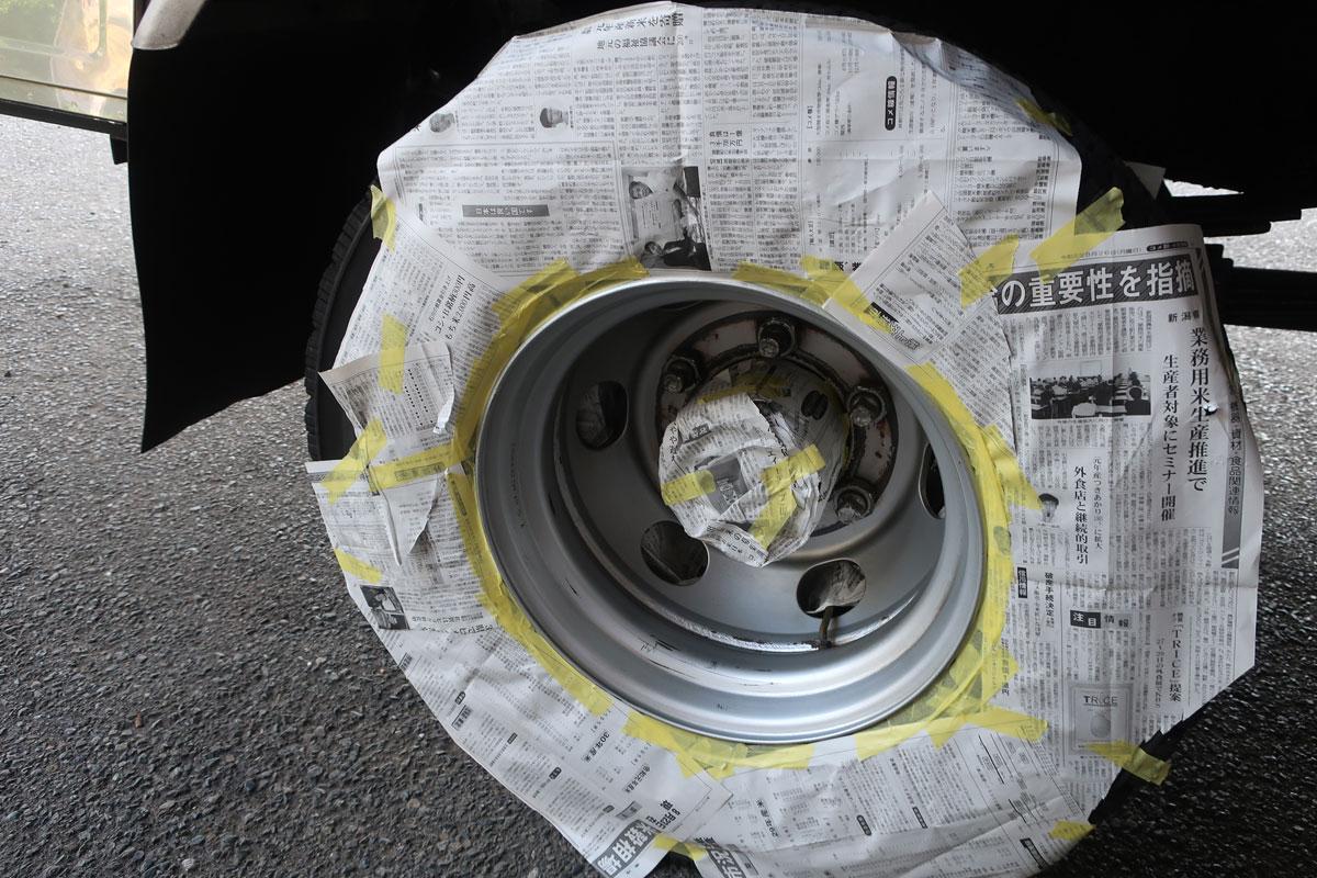 株式会社日食 タイヤローテーション トラック ホイール マスキング 右後輪